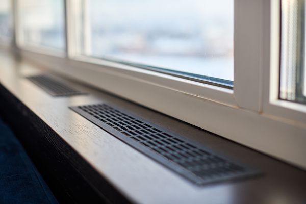 Windowsill, heating grid ventilation