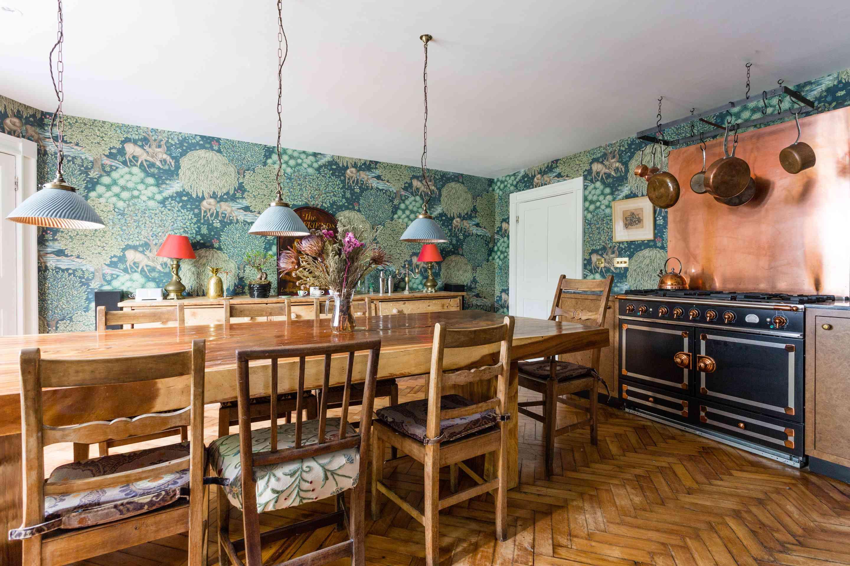 green wallpaper in kitchen