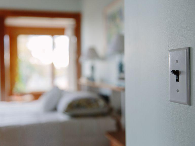 Prime How To Stop Light Switch Breakers From Tripping Wiring Cloud Funidienstapotheekhoekschewaardnl