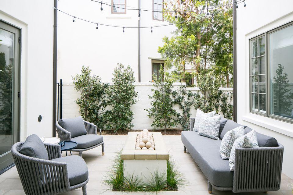 outdoor seating around modern firepit