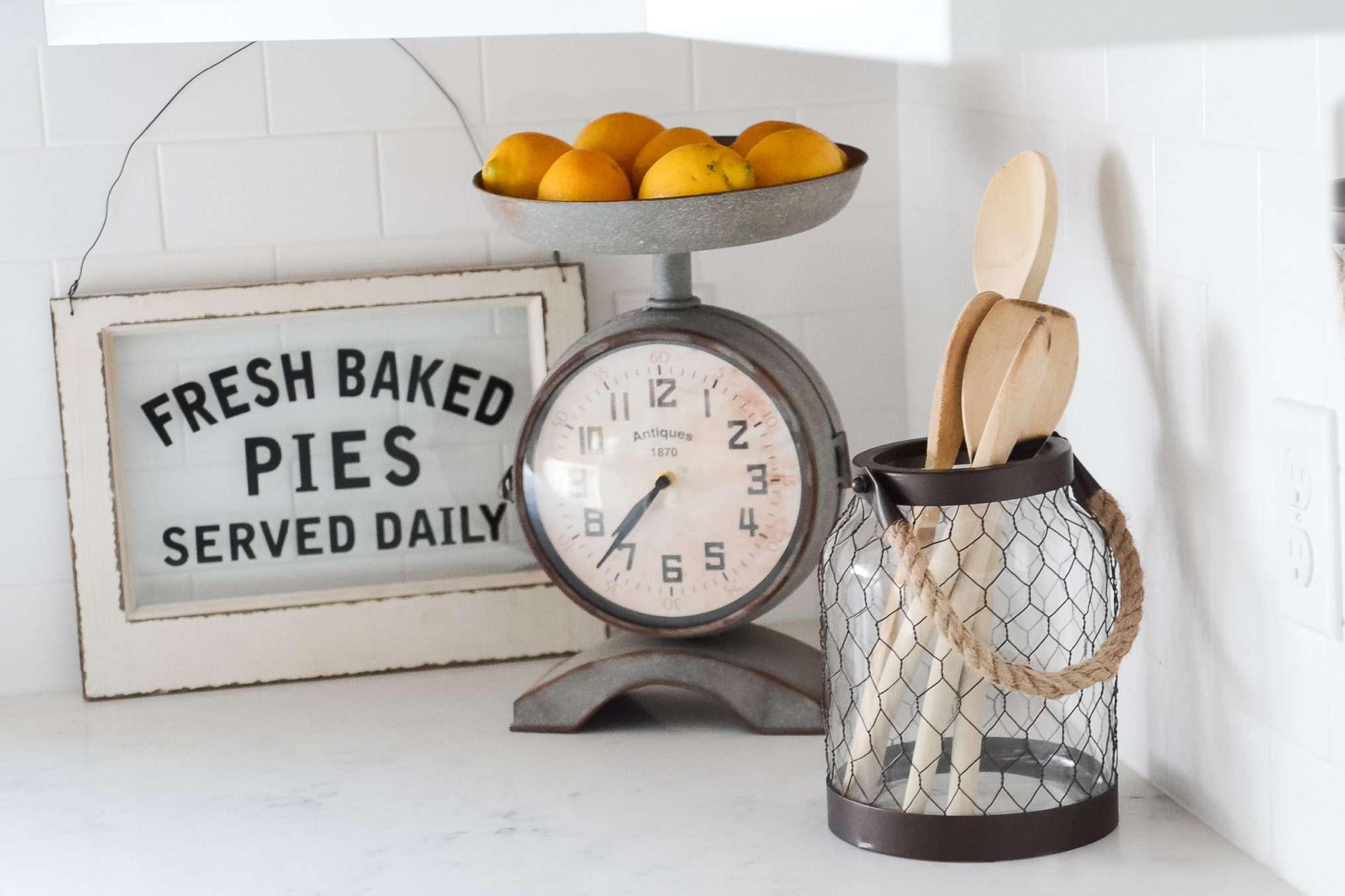 Accesorios modernos de decoración de cocina de granja