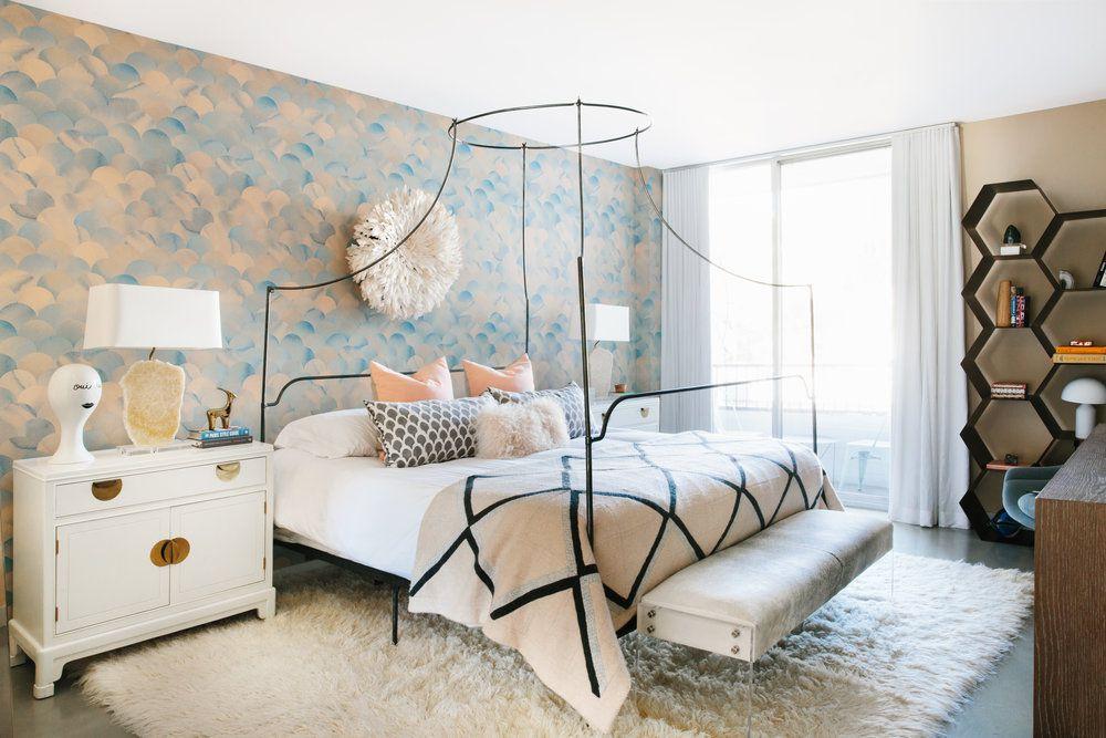 pastel scallop wallpaper in bedroom