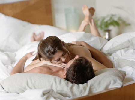 how to woo a man in bed