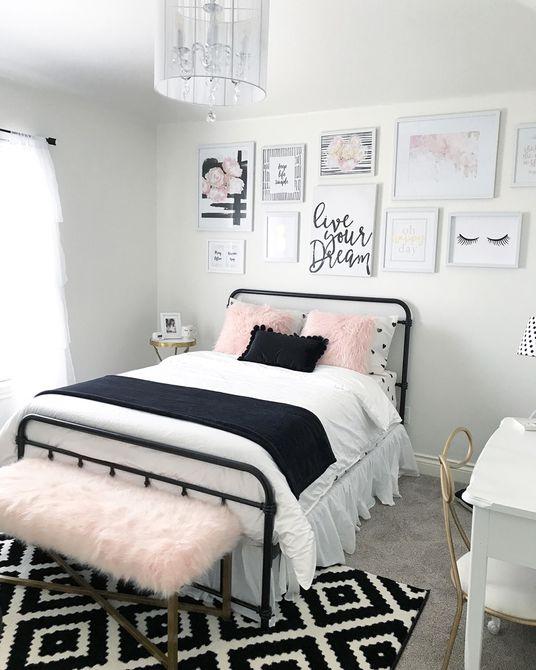 Habitación para adolescentes o adolescentes en blanco y negro con pared de galería
