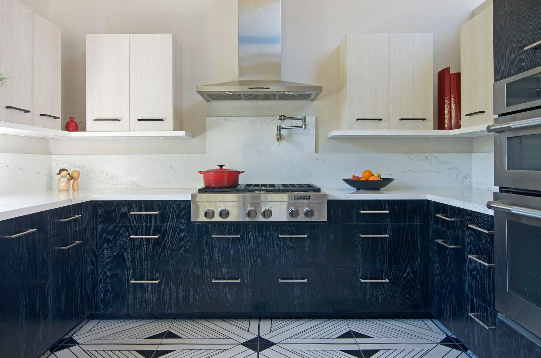 gabinetes de madera teñida de azul cocina contemporánea