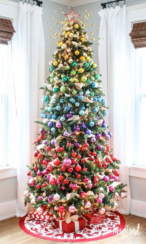 20 Creative Christmas Tree Themes