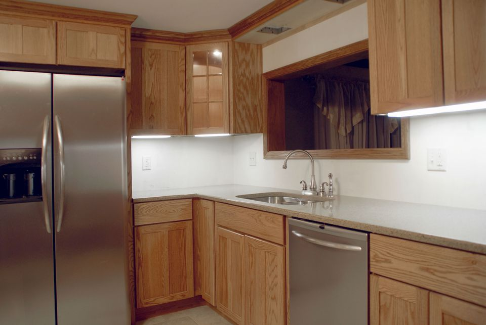 Refacing vs. Replacing Kitchen Cabinets