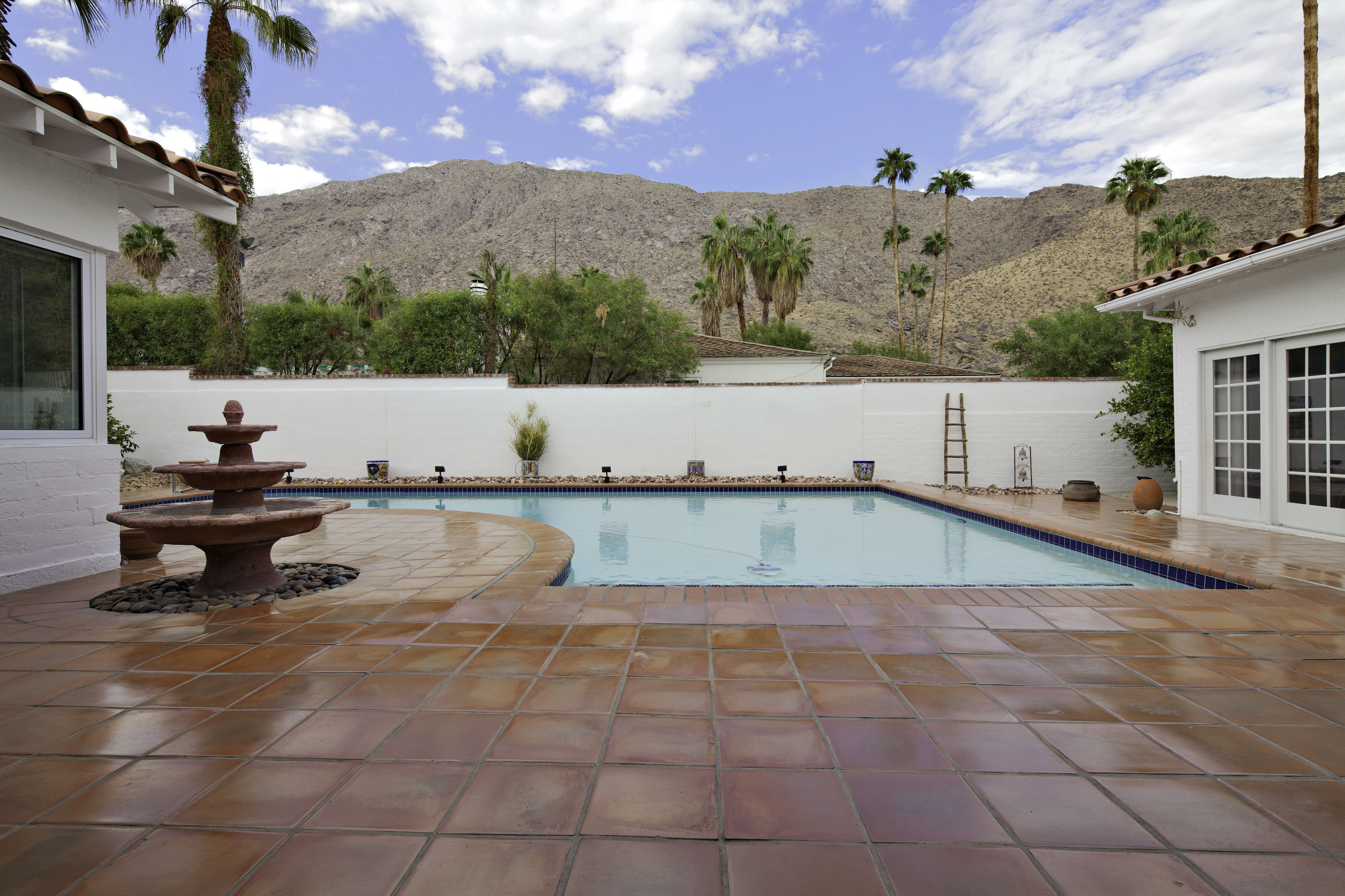 How To Choose Pool Deck And Patio Materials