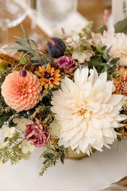 Centro de mesa para bodas de otoño Dahlia and Fig