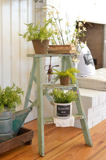 fe0279af89727 11 Ways to Decorate With Vintage Ladders