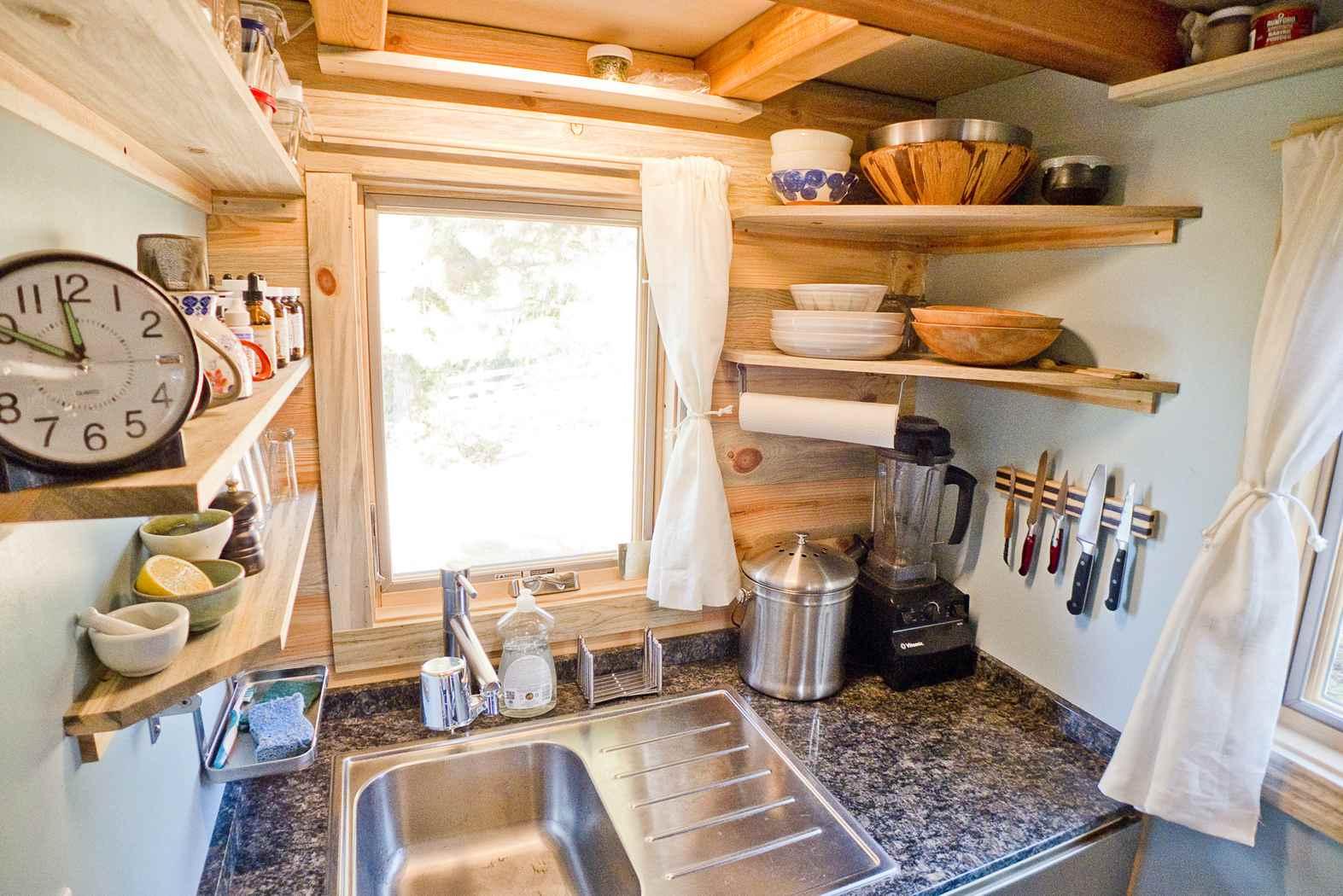 Corner-Shelving-in-Tiny-Kitchen