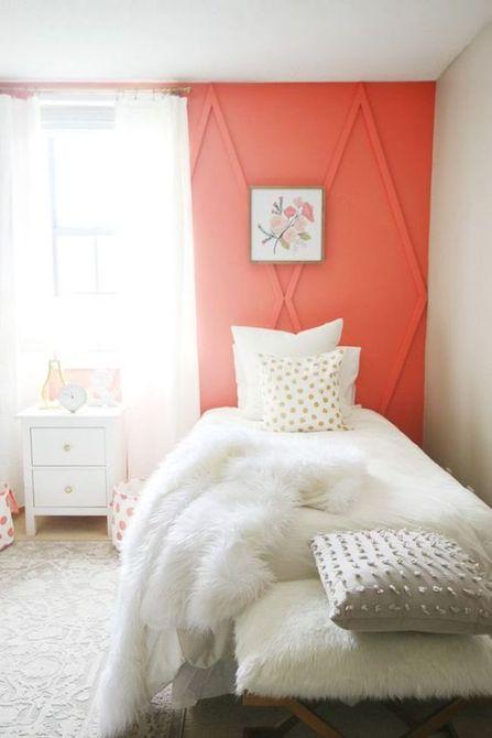 Dormitorio con paredes de coral