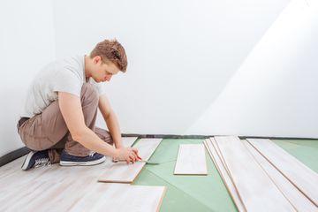 Installing vinyl floor planks