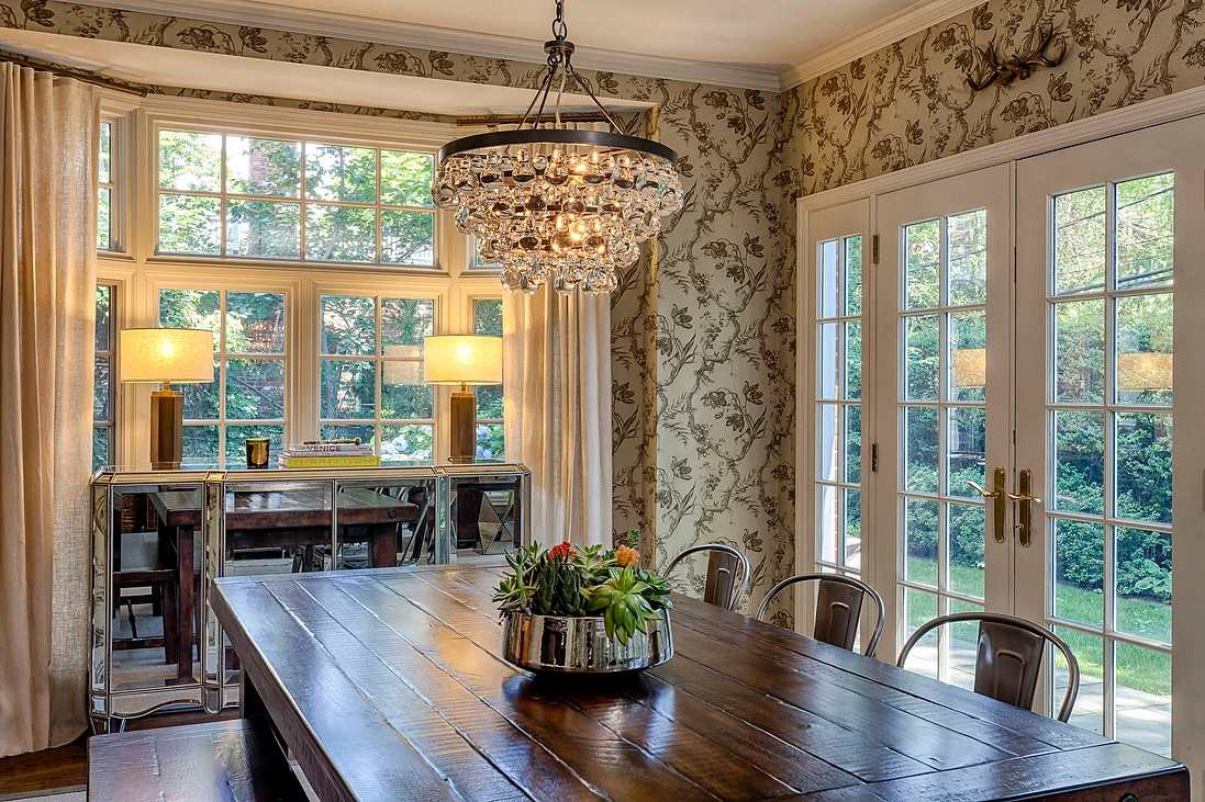 27 Dining Room Lighting Ideas For Every, Small Dining Room Chandeliers