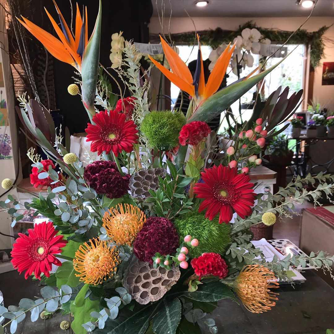 Arrange with red and orange flowers