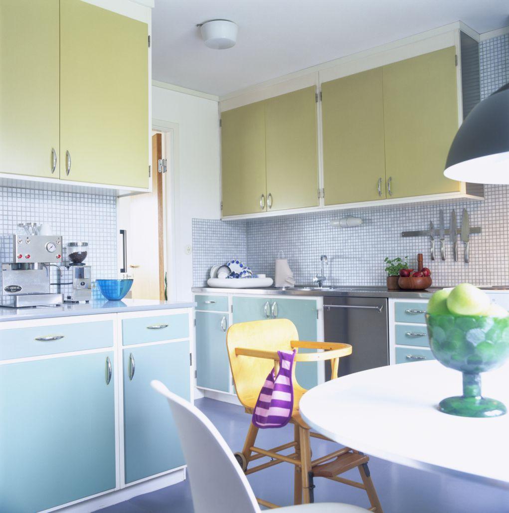 Pastel two-toned kitchen
