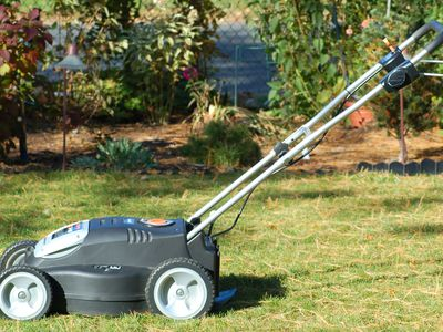 Tips For Learning The Best Way To Mow A Lawn