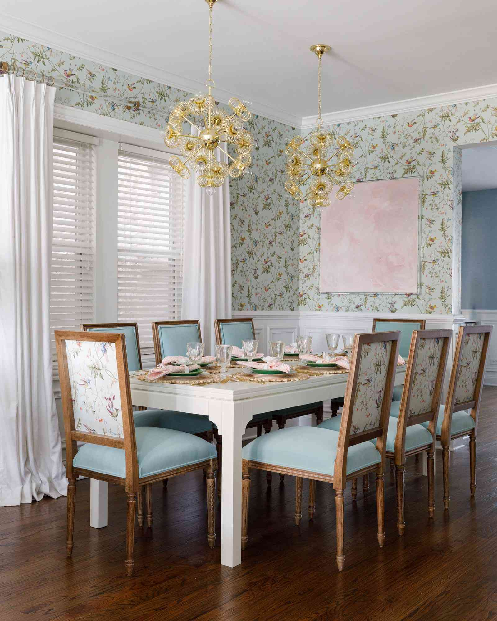 chinoiserie dining room, modern fixtures, abstract art