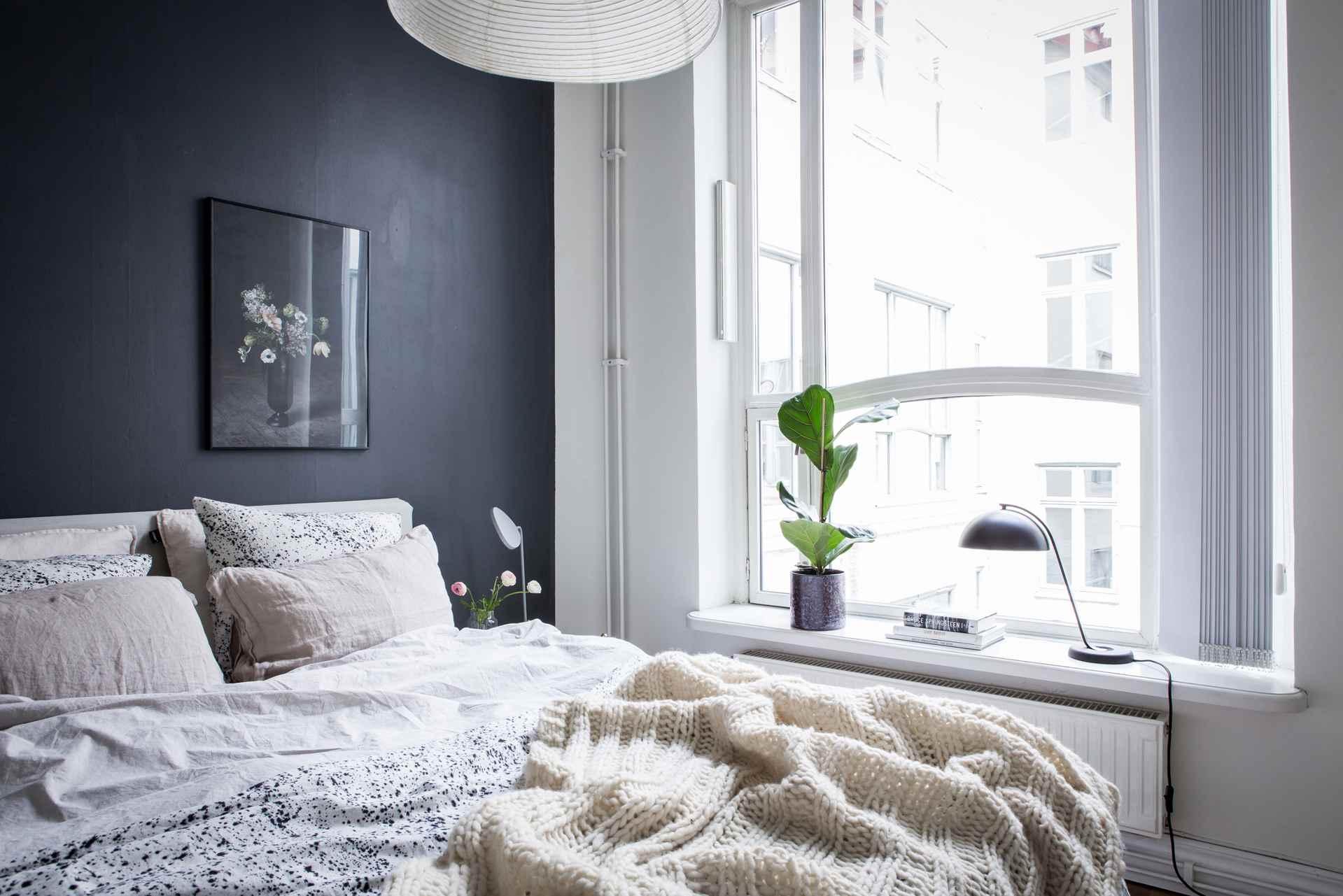 habitación cubierta de sol negro
