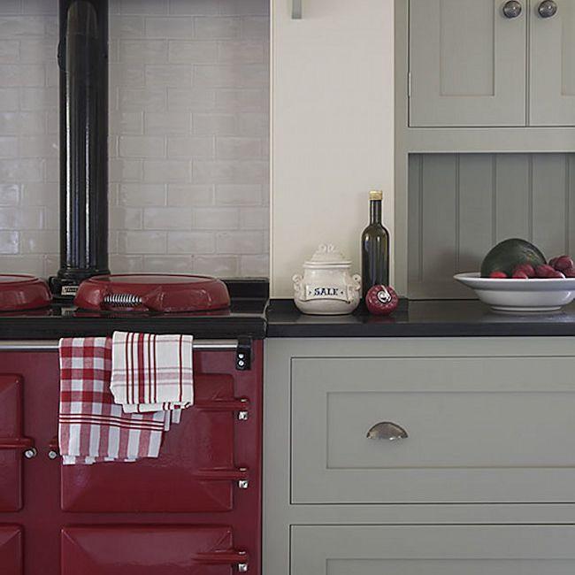 cocina gris y roja