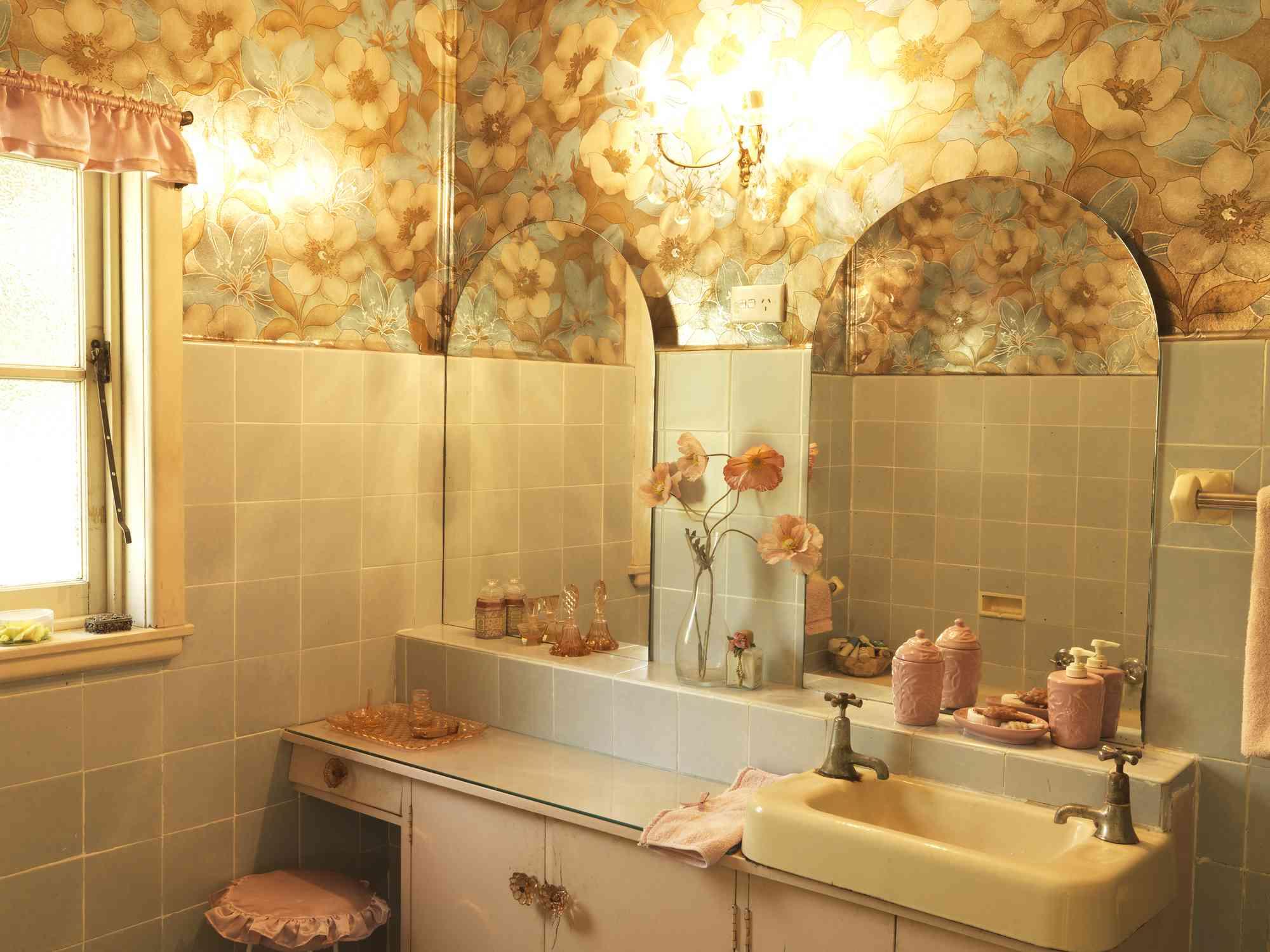 Vintage style wallpapered bathroom
