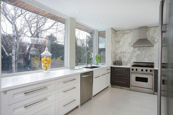 Luxury Kitchen with Large Marble Laminate Backsplash