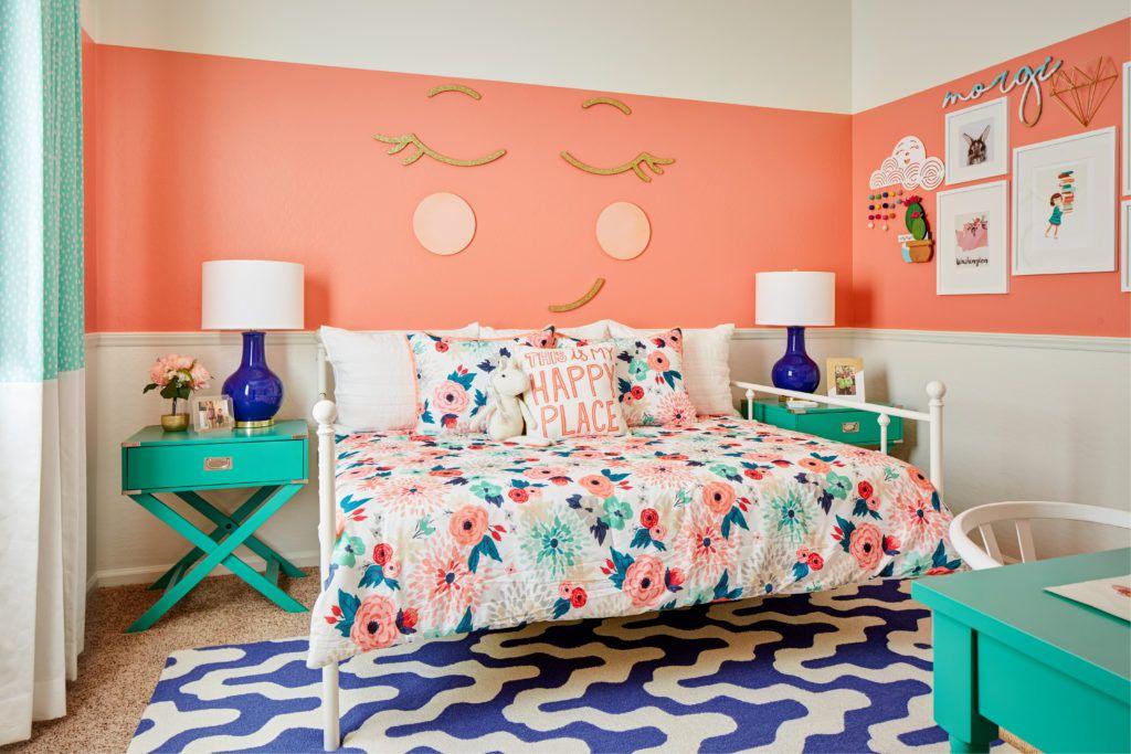 Habitación infantil pintada de coral