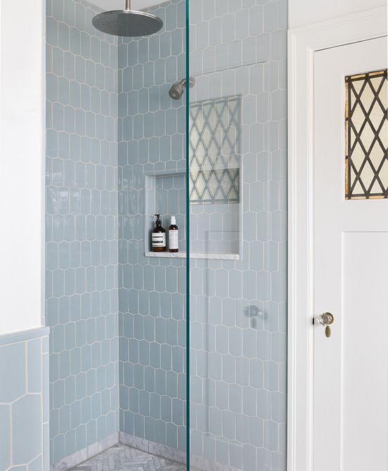 Azulejo de ducha azul celeste