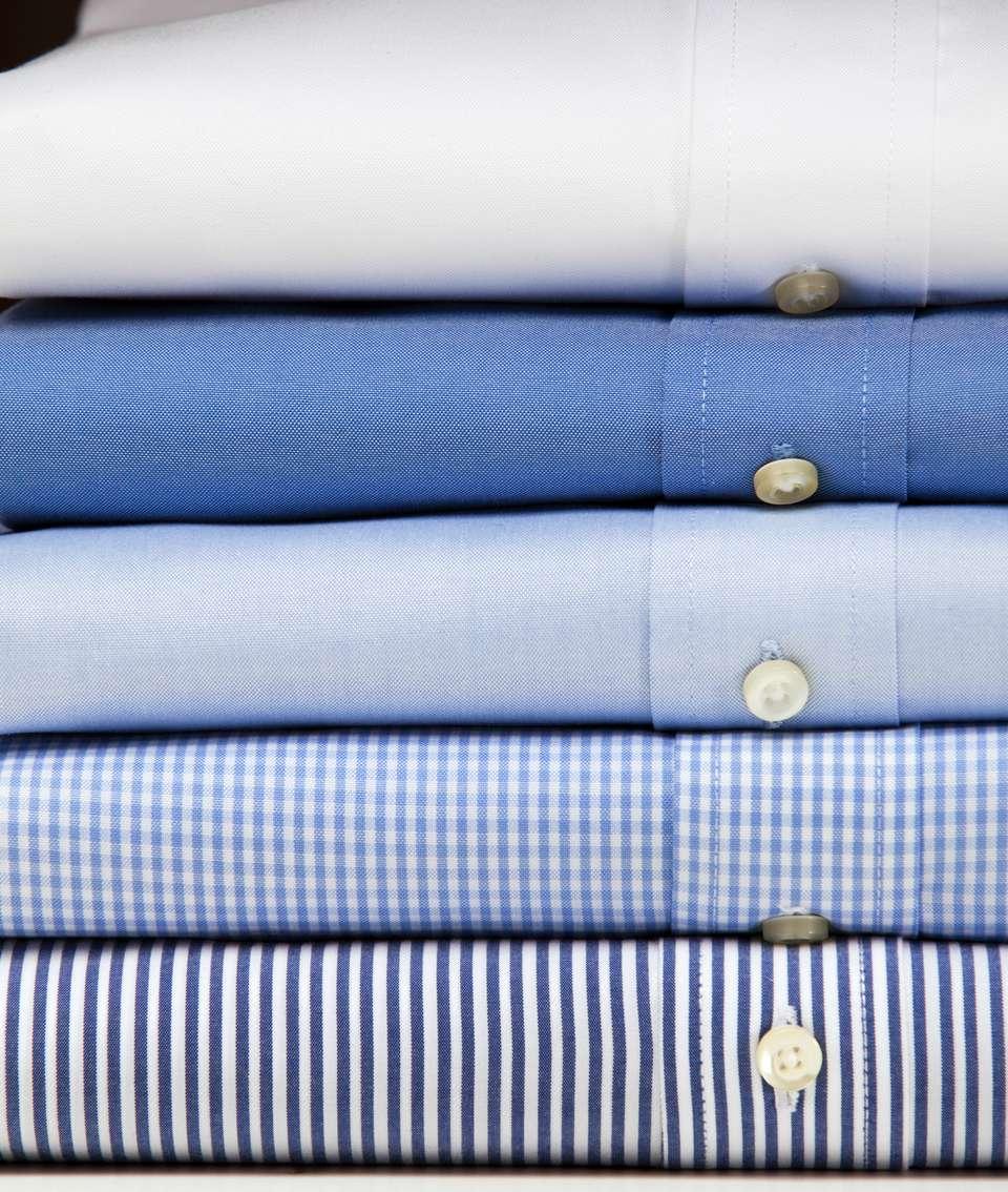Pila de camisas de algodón