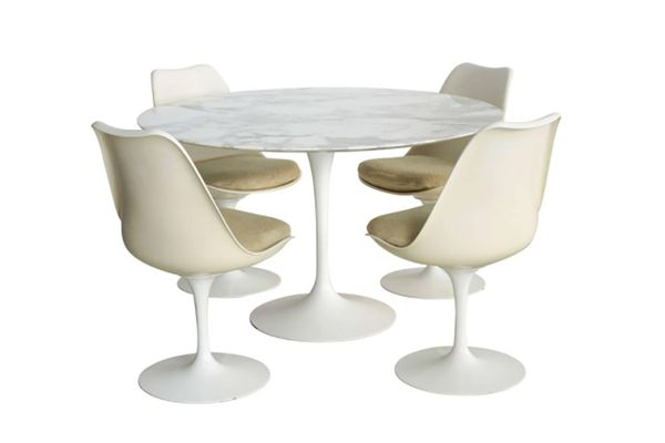 Vintage Eero Saarinen Pedestal Collection table and chairs for Knoll International