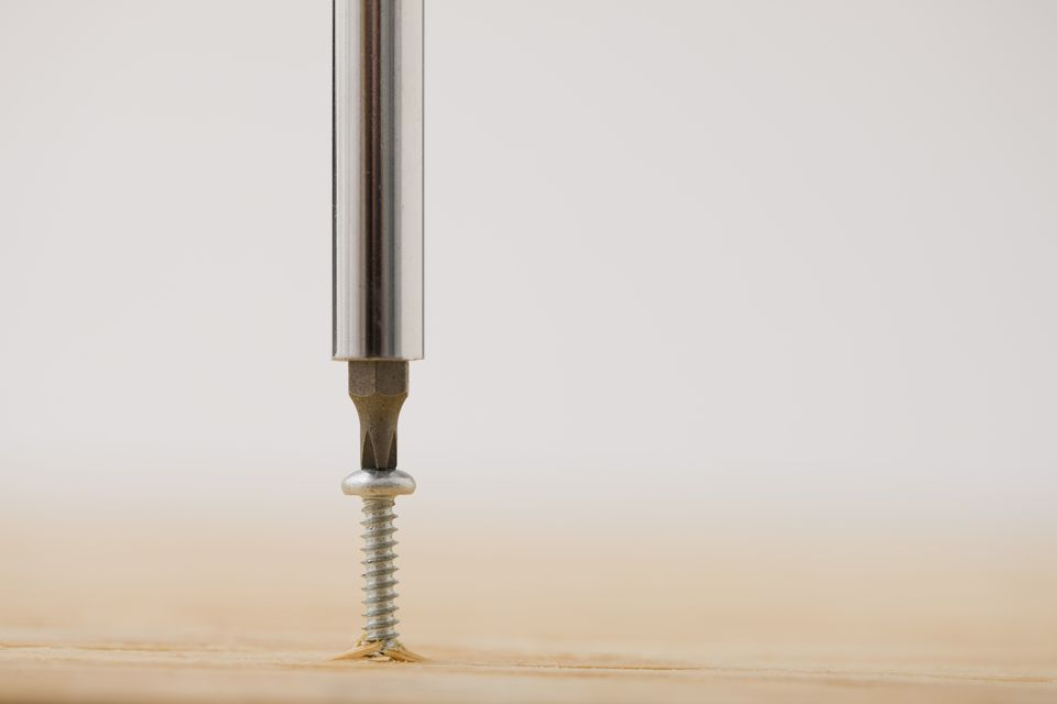 Screwdriver and screw