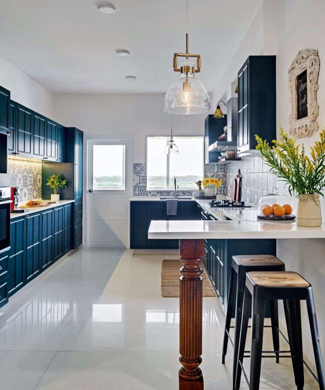Blue kitchen with breakfast bar