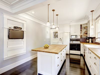 Learn The Pros And Cons Of Vaulted Ceilings