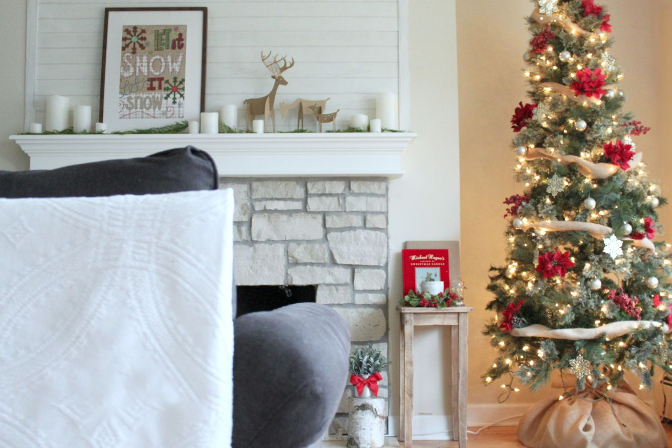 Árbol de Navidad con adornos de Dollar Tree