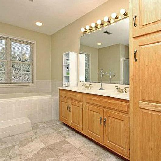 usando-sobrantes-pintura-para-renovar-su-baño-ideas-de-baño-tiza-pintura-pintura-1.jpg