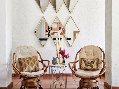 Nook with wicker chairs