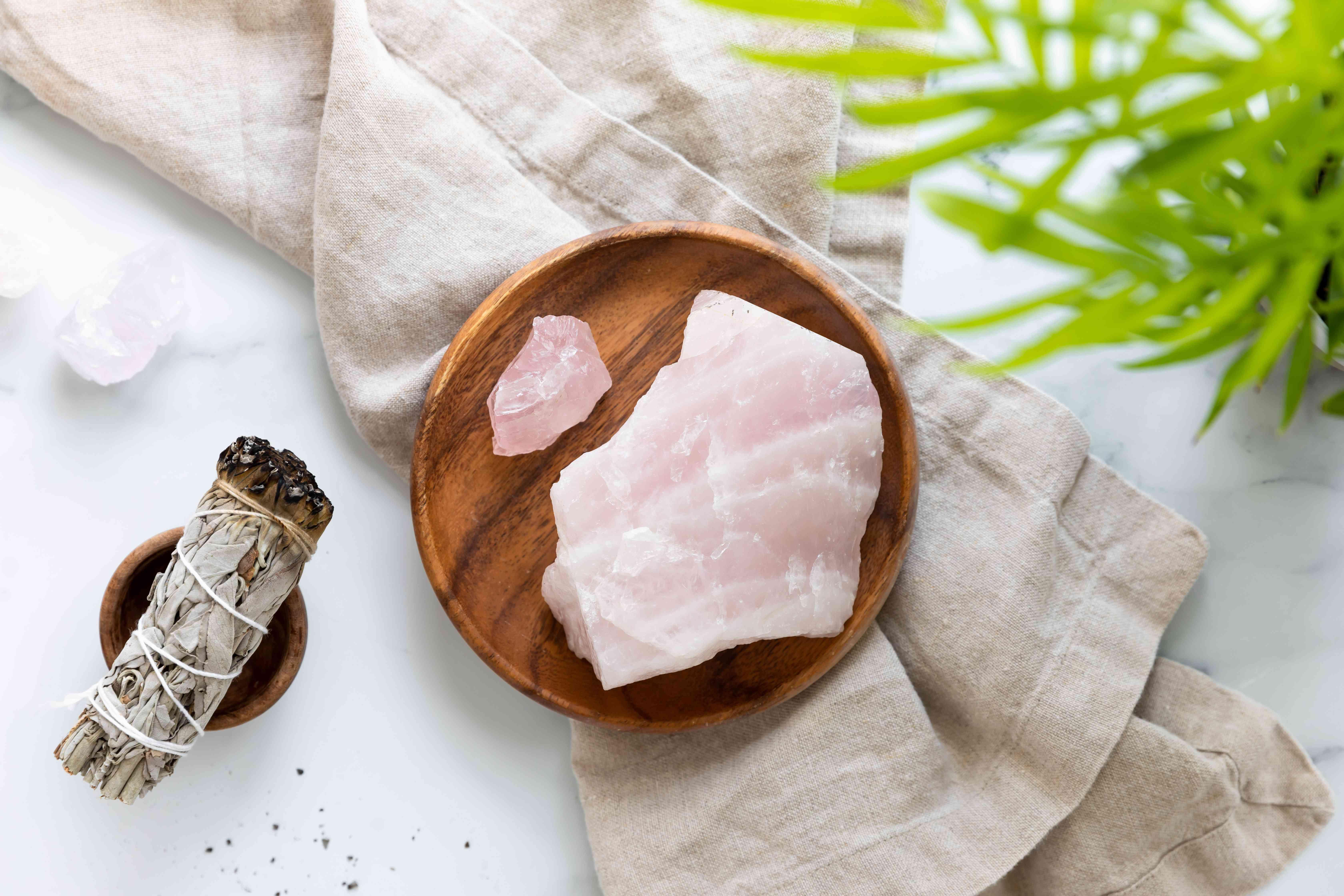 rose quartz crystals to promote love