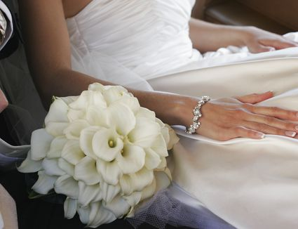 White bridal bouquets classic and elegant glamelia bridal bouquet weddings mightylinksfo