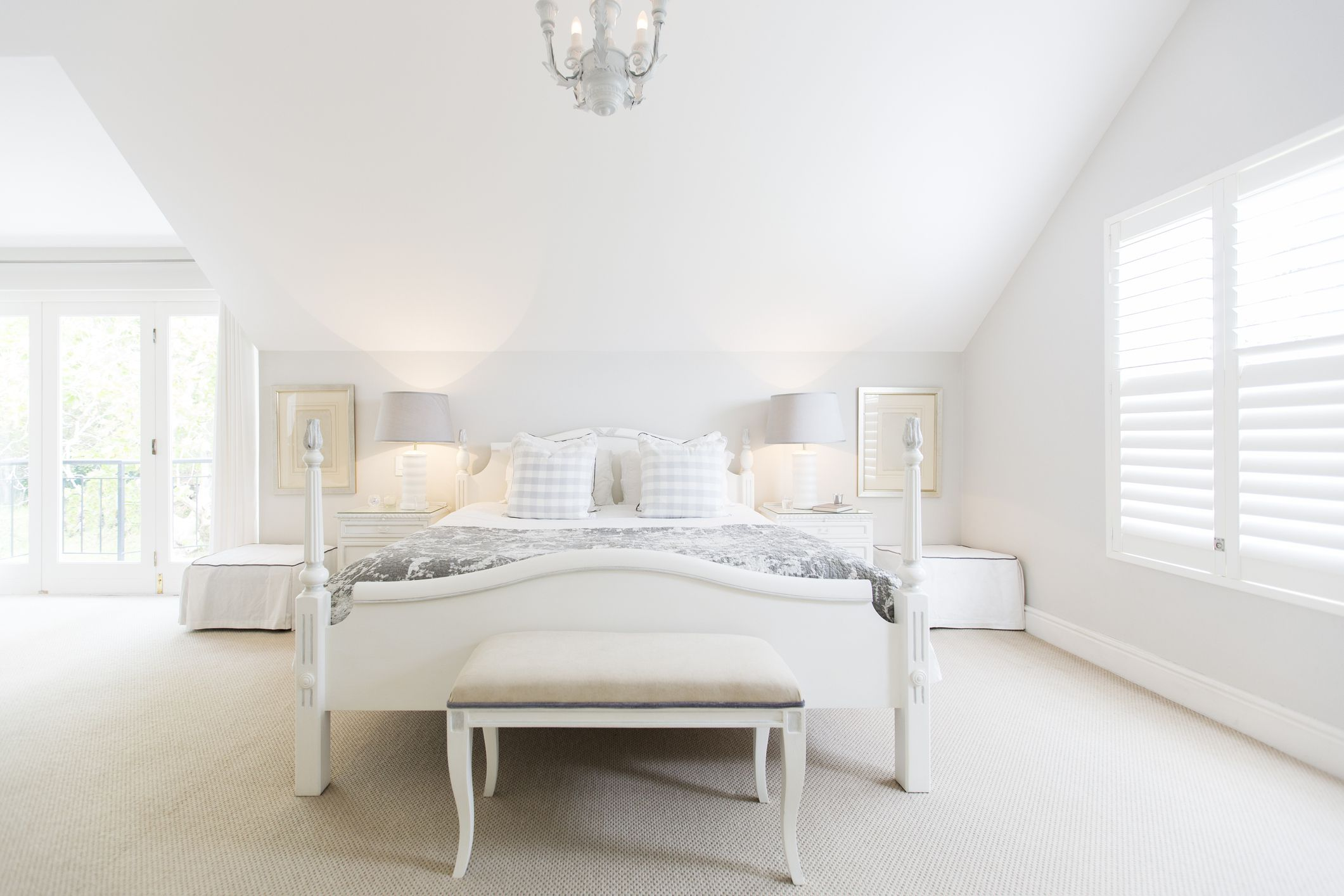 ways to use white in a bedroom 13838 | whitebedroom gettyimages 483596247 5a0d151cec2f640036a7339c