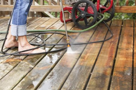 Types of Deck Washes and Cleaners
