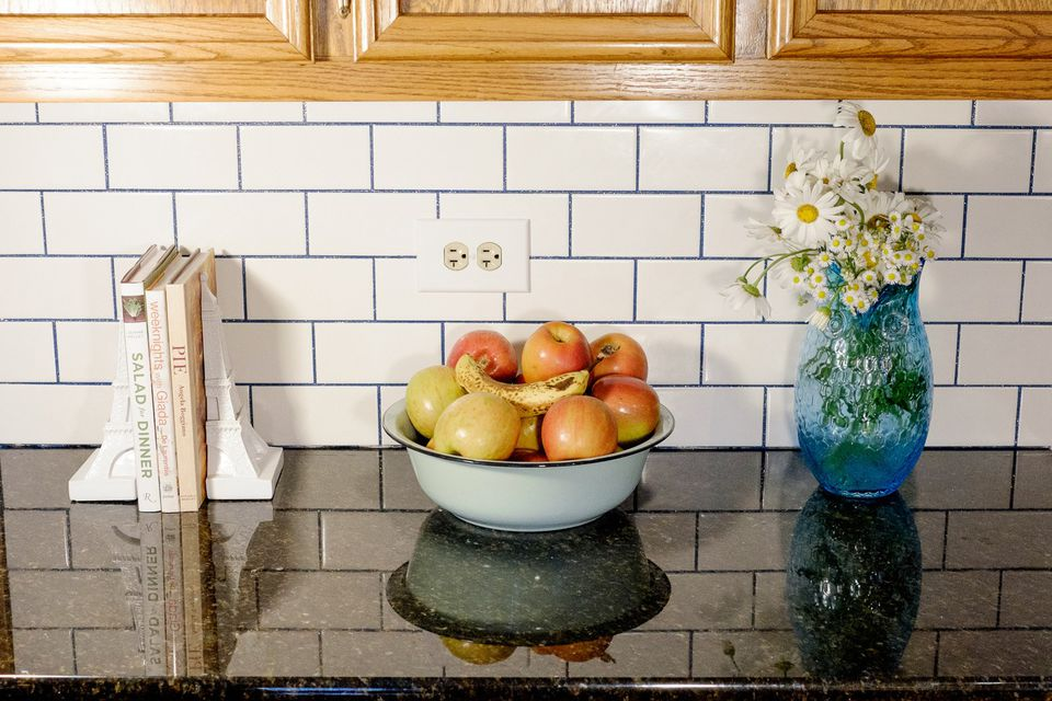18 Ways Colorful Grout Es Up Boring White Tile