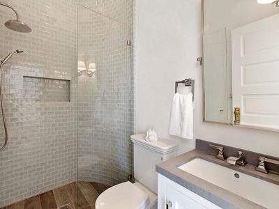 Beautiful Bathrooms With Stylish Pedestal Sinks