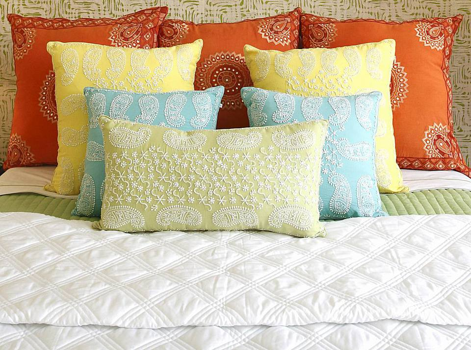 How to Decorate Your Dorm Room With Color