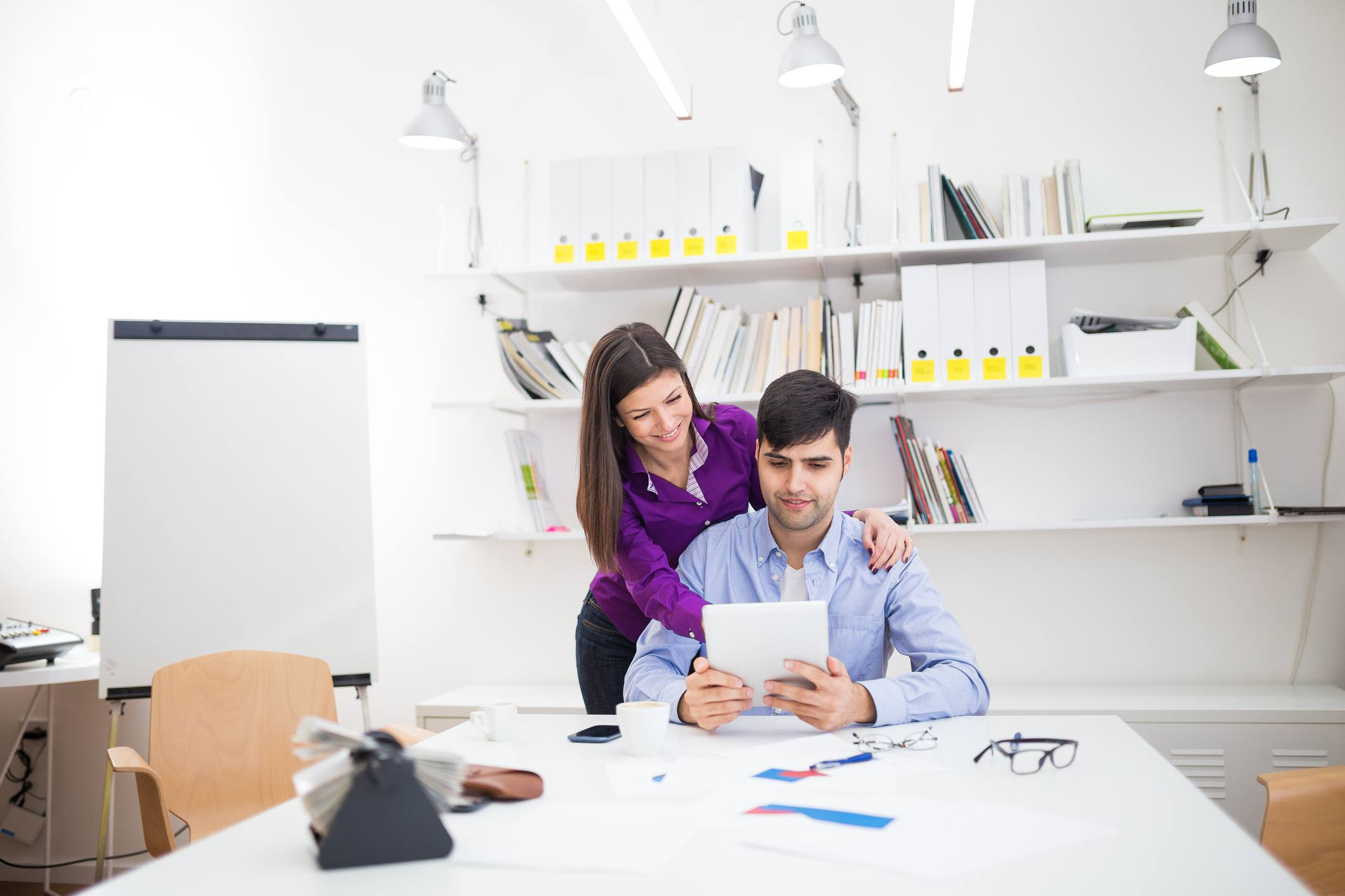 boss flirting with coworker
