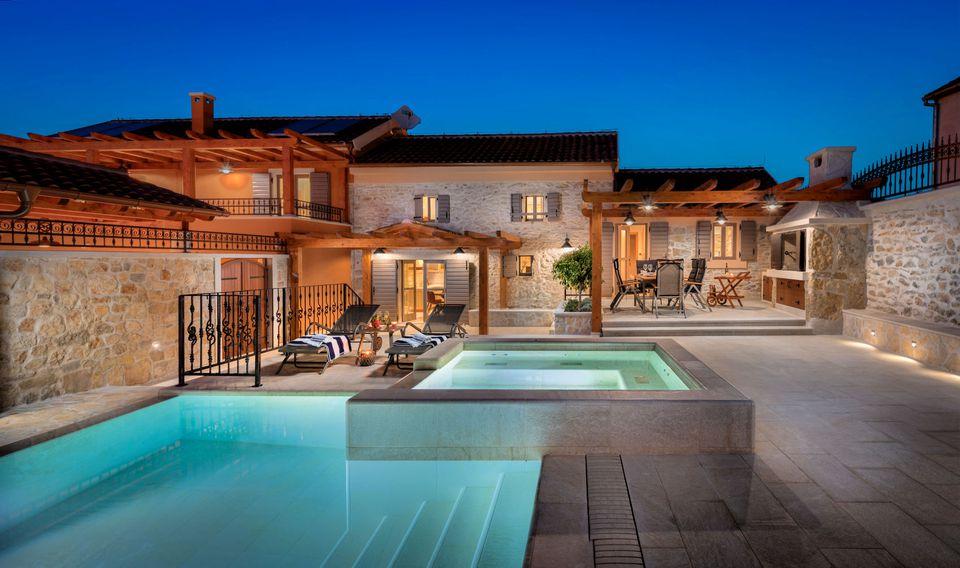 18 Breathtaking Mediterranean Home Exteriors