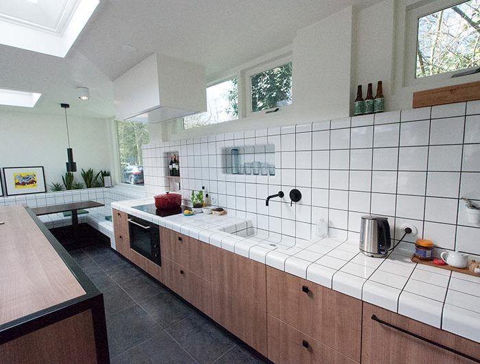 fregadero de cocina de baldosas cuadradas