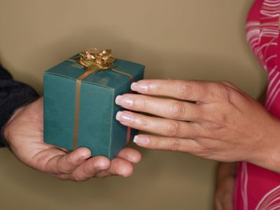 The Interesting History of Wedding Anniversary Gift Lists · Gift Ideas