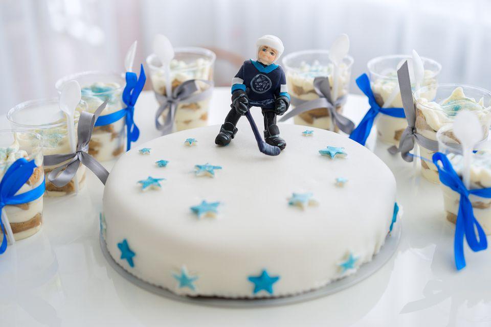 hockey player cake