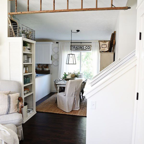 Decorate with ladders in farmhouse style home