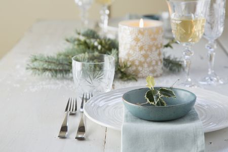 Stupendous 22 Pretty Christmas Table Decorations And Settings Interior Design Ideas Pimpapslepicentreinfo